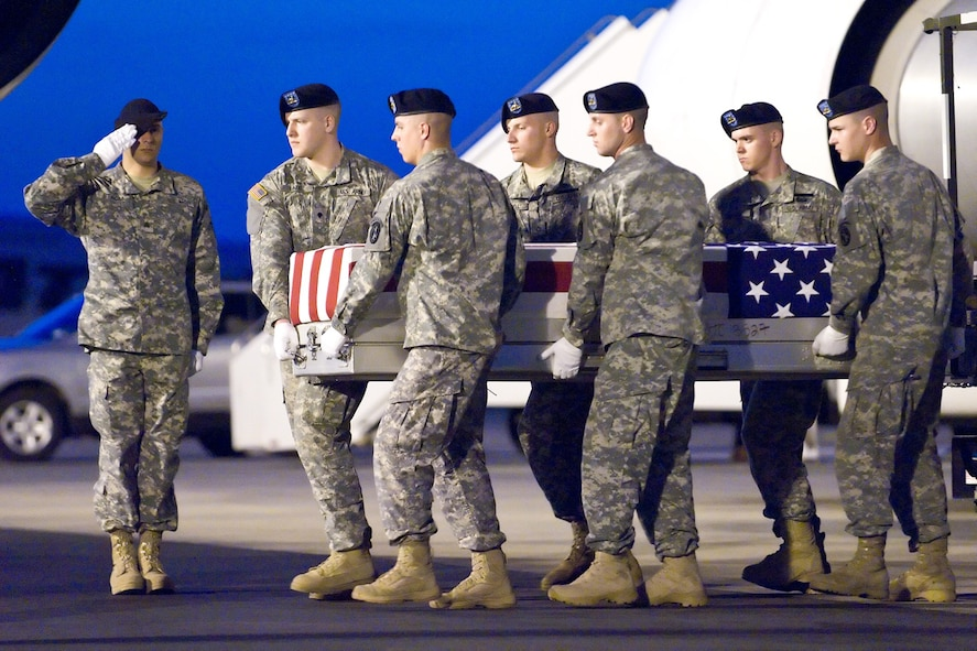 A U.S. Army carry team transfers the remains of Army Sgt. Kurt E. Kruize, of Hancock, Minn, at Dover Air Force Base, Del., April 6. Sergeant Kruize died April 4 in Baghdad, Iraq of injuries sustained in a non-combat related incident. He was assigned to the 367th Engineer Battalion, St. Cloud, Minn. (U.S. Air Force photo/Roland Balik)