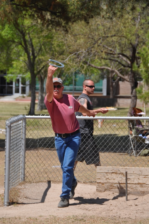 Senior Master Sgt.  Doug Stidvent tosses a horseshoe at Udall Park during the 162nd Fighter Wing's annual picnic, April 11. (Air Force photo)