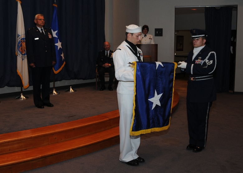 Maj. Gen. James Kwiatkowski looks on as members from the United States Transportation Command Honor Guard unroll the general's new two star flag. The general was promoted to major general during a ceremony held Aug. 4 at Scott AFB. (U.S. Air Force photo/Staff Sgt. Peter Dean)