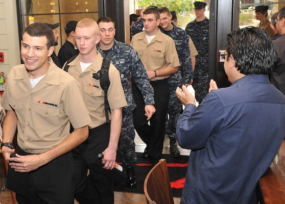 Students from Lackland's Naval Technical Training Center arrive for Thanksgiving dinner at Z'Tejas Southwestern Grill Nov. 25. The restaurant served 150 Sailors in support of Operation Homecooking. (U.S. Air Force photo/Alan Boedeker)