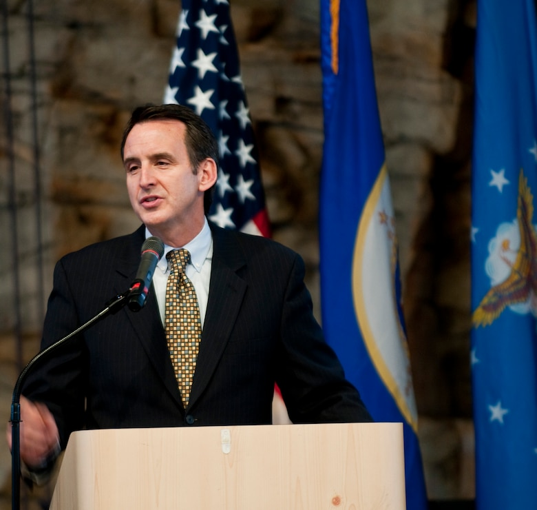 The Governor of Minnesota Tim Pawlenty thanks and praises Airmen during the 133rd Airlift Wing Recognition Ceremony in St. Paul, Minn. Dec. 11, 2010. USAF photo by Tech. Sgt. Erik Gudmundson
