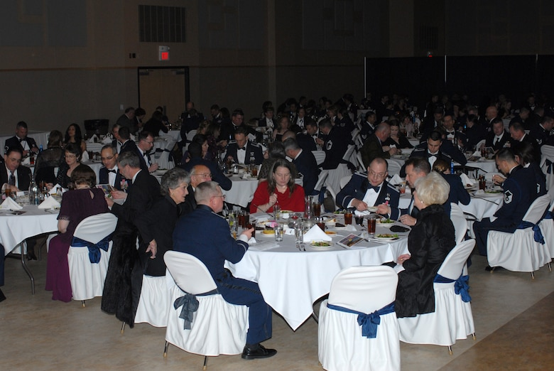 SAN ANGELO, Texas -- Attendees enjoy a meal during the GAFB 2009 Annual Awards Banquet, Feb. 2, 2010. More than 350 people attended the banquet that recognized 49 individual nominees. (U.S. Air Force photo/Staff Sgt. Laura R. McFarlane)