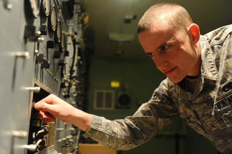Microwaves provide secure line of communication > U S  Air