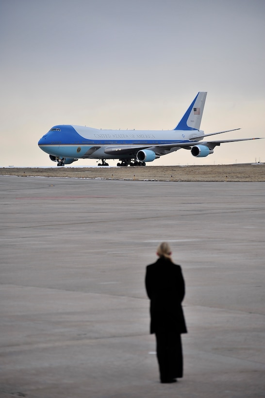BUCKLEY AIR FORCE BASE, Colo. -- A U.S. Secret Service agent awaits the arrival of President Barack Obama Feb. 18. President Obama is attending a fund-raiser in Denver this week. (U.S. Air Force photo by Senior Airman Kathrine McDowell)
