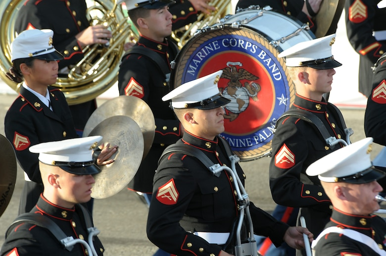 A Marine Corps band from Twenty-nine Palms, Calif., marches in the 2010 Pasadena Rose Parade, Jan 1.  (Photo by Atiba S. Copeland)
