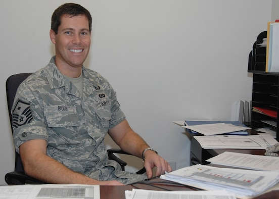 Master Sgt. Ronald Biggs, the new 129th Operations Group frst sergeant at the 129th Rescue Wing, Moffett Federal Airfield, Calif., takes a break between meetings to check his email Jan. 10, 2010. (Air National Guard photo by Master Sgt. Dan Kacir).