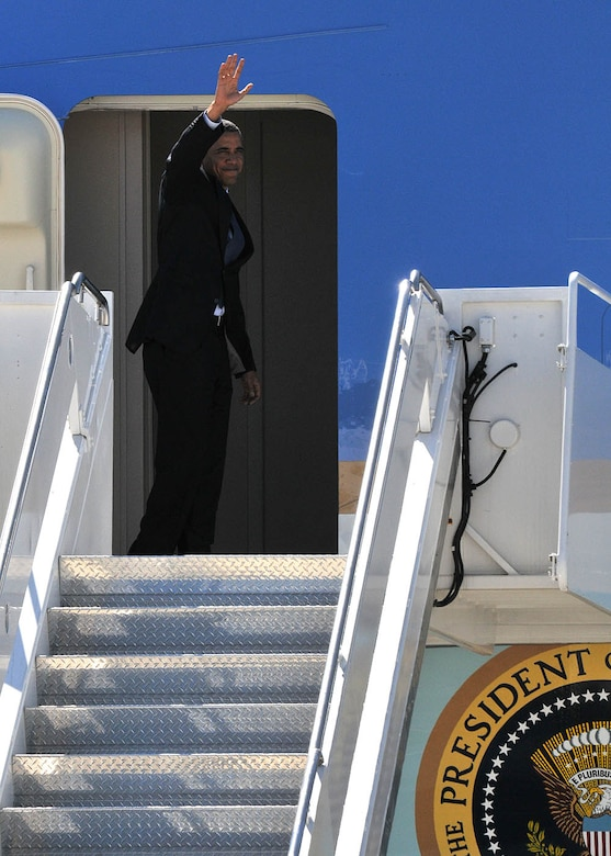 President Obama waves goodbye to Milwaukee before boarding Air Force One.