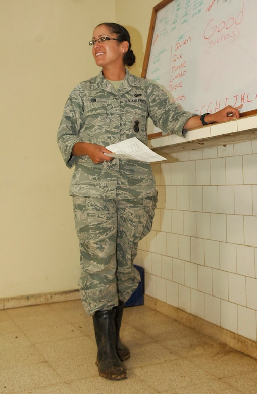 Senior Airman Sheryl Job, 820th Expeditionary RED HORSE Squadron security forces, conduct an English class for members of the Panamanian Frontier Police. Airman Job is deployed in support New Horizons Panama 2010, a U.S. Southern Command sponsored humanitarian mission designed to provide medical care and quality-of-life improvement projects for the people of Panama. (U.S. Air Force photo/Tech. Sgt. Eric Petosky)