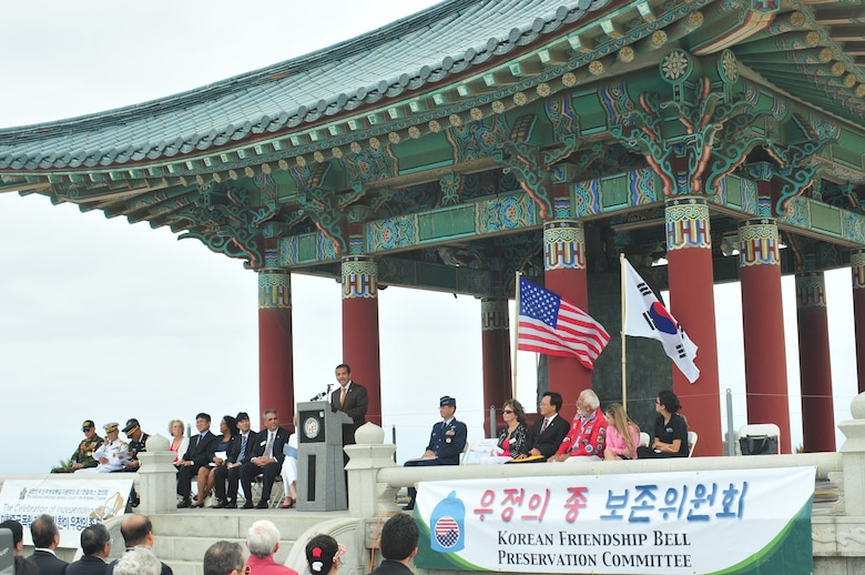 Los Angeles Mayor Antonio Villaraigosa speaks at the Korean Bell ceremony, July 4. Located in San Pedro's Angel's Gate Park, the bell and the pagoda housing it were gifts from the Republic of Korea in honor of the U.S. Bicentennial in 1976. Craftsmen from Korea were flown in to build the pagoda. (Photo by Atiba S. Copeland)