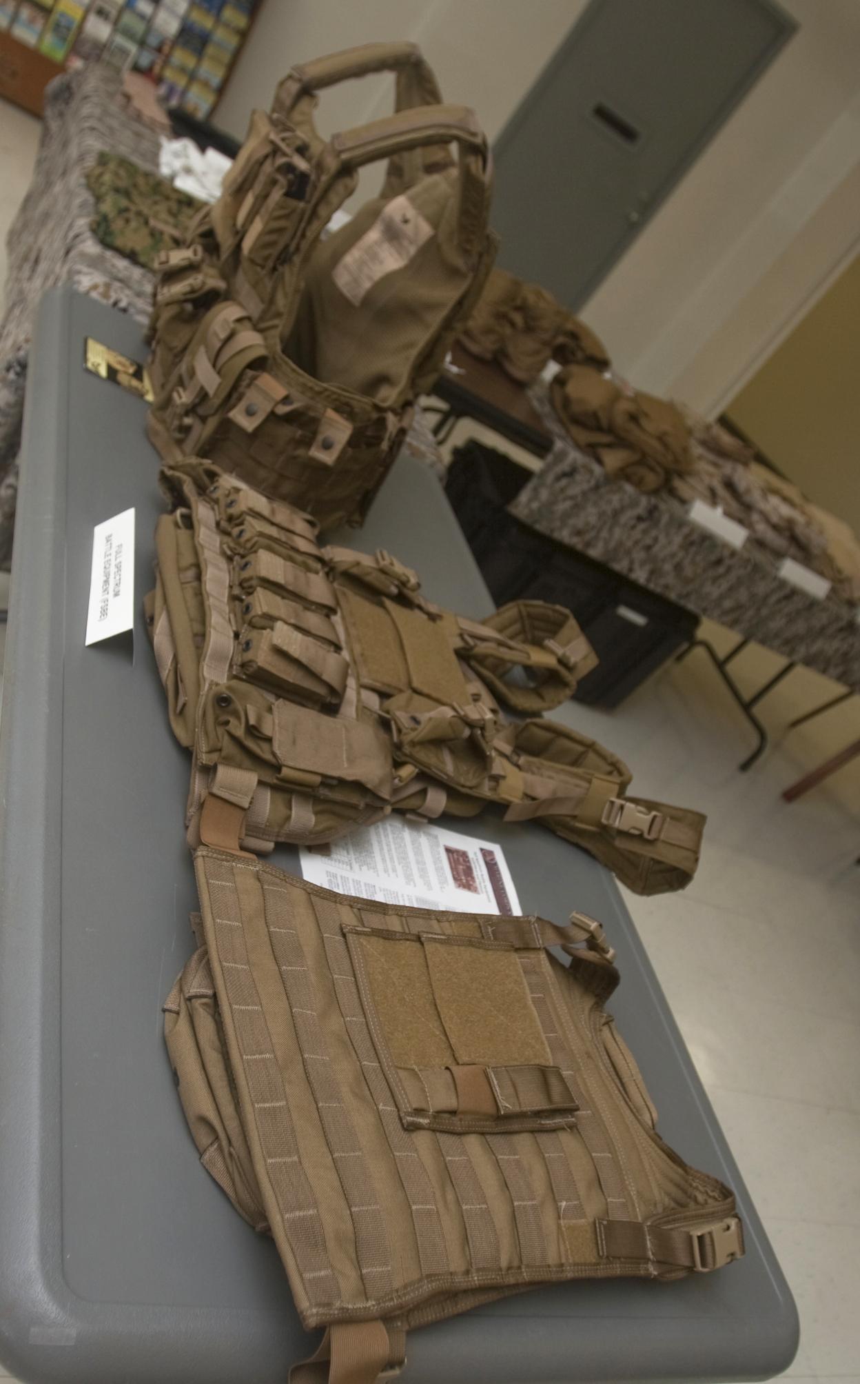 MarForPac gets glimpse at new combat gear > U.S. Marine ...