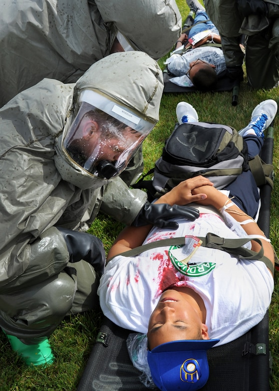 60th Medical Group personal decontaminate the simulated injured during an emergency response exercise at Travis Air Force Base, California on 12 May 2010 prior to entering David Grant Medical Center for further medical treatment. (U.S. Air Force photo by Civ/Jay Trottier)