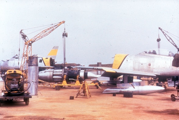 J47 engine change on an F-86E at Kimpo Air Base in 1952. (U.S. Air Force photo)