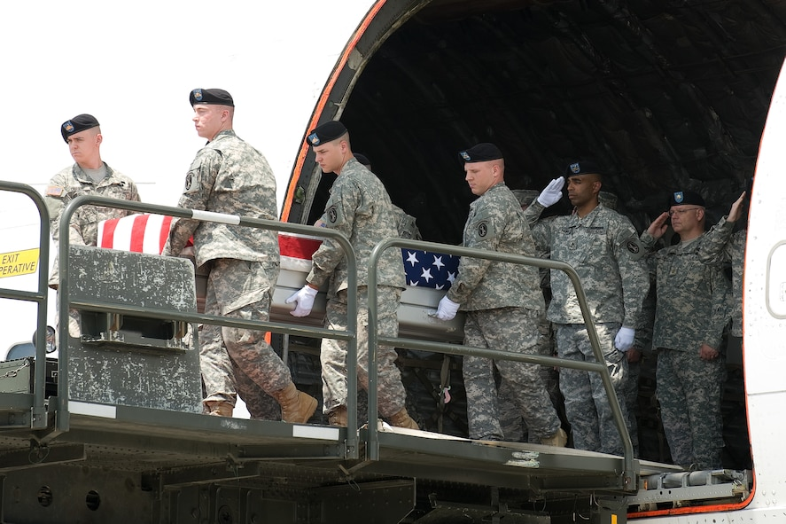 26 May 2010  USAF Photo by Jason Minto.  A U.S. Army carry team transfers the remains of Army Maj Ronald W. Culver of Shreveport, LA. at Dover Air Force Base, Del., May 26, 2010.