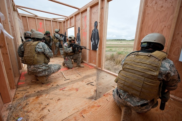 Colorado National Guard's 5th Battalion, 19th Special Forces Soldiers secure a structure while awaiting air extraction during a live fire demonstration at Fort Carson, Colo. June 12, 2010. (U.S. Air Force photo/Master Sgt. John Nimmo, Sr.)