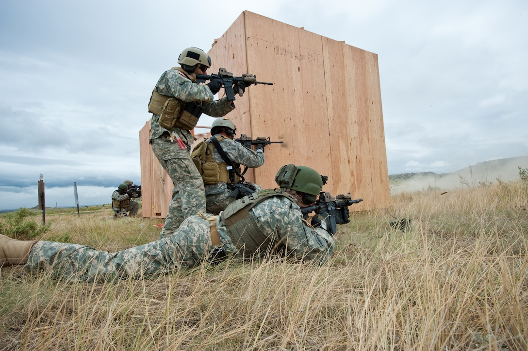 Colorado National Guard's 5th Battalion, 19th Special Forces Soldiers assault simulated targets during a live fire demonstration at Fort Carson, Colo. June 12, 2010. (U.S. Air Force photo/Master Sgt. John Nimmo, Sr.)