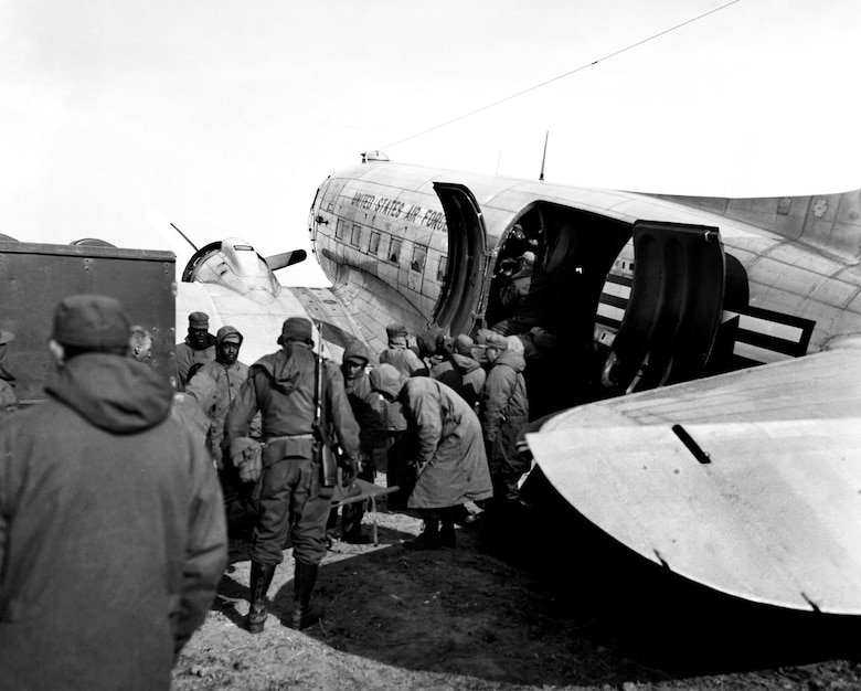 C-47s carried casualties from forward airstrips to air bases further south. These patients are being evacuated from the front near Hagaru-ri in late 1950 during the Chosin retreat. (U.S. Air Force photo)