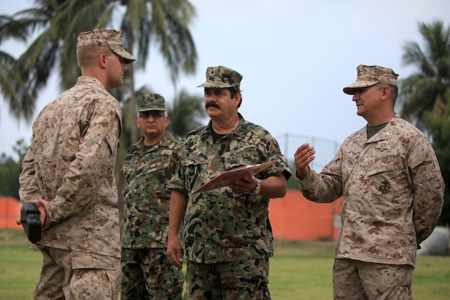 Rear Admiral Sanchez, with the Mexican Marine Corps presents an award to 1stLt Monday, U.S. Marine Platoon Commander for 4th Platoon, Company C, 3d Assault Amphibian Battalion, 1st Marine Division, as a thank you for all the training his Marines did with the Mexican Marines in Calima, Mexico, June 21.