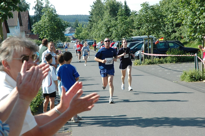 BINSFELD, Germany -- Col. Tip Wight, 52nd Fighter Wing commander, competes against German and U.S runners during the 2009 German-American run in Binsfeld. The colonel placed at the top among male runners. (U.S. Air Force photo/Iris Reiff)