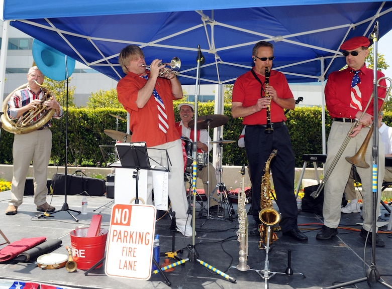 A Dixieland jazz band performs at the post-ceremony barbeque, June 23.  (Photo by Jim Gordon)
