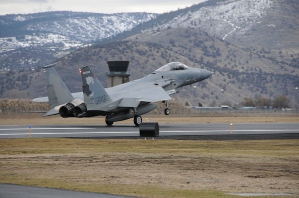 Maj Jeffrey Smith, 173rd Fighter Wing F-15 Instructor Pilot, lands an F-15 Eagle following a routine training mission that marked his 2,000 hour flying the F-15 Eagle at Kingsley Field, Klamath Falls, Ore. February 12, 2010.  (U.S. Air Force photo by Tech. Sgt. Jennifer Shirar, Released)