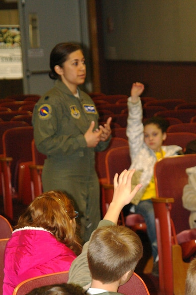 Lt. Col. Vanessa Bond, 716th Test Squadron commander, welcomes Bel-Aire Elementary students and answers their questions about AEDC. (Photo by Andrea Stephens)