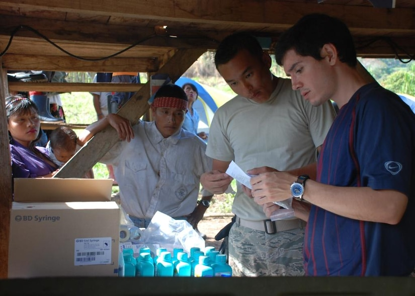 Air Force Staff Sgt. Tsering Chophel, Medical Element pharmacy technician, and Costa Rican pharmacy technician Andres Arroyo Boirivant distribute medication to residents of Piedra Meza, Costa Rica, March 24. A team of 15 Joint Task Force-Bravo Medical Element personnel, in cooperation with Costa Rican healthcare providers, the Costa Rican police and members of the U.S. Military Group in Costa Rica, conducted a medical civic assistance program, or MEDCAP, in the isolated mountaintop village March 24-26. (U.S. Air Force photo by 1st Lt. Jen Richard)