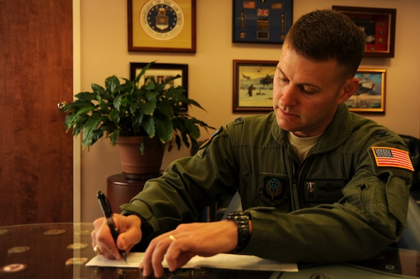 Col. Greg Lengyel, 1st Special Operations Wing commander, signs a payroll plan form in support of the Air Force Assistance Fund campaign at Hurlburt Field March 24, 2010. The AFAF's mission is to raise funds for the charitable affiliates that support Air Force families in need. (U.S. Air Force photo by Senior Airman Matthew Loken)