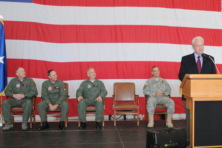 U.S. Representative Leonard Boswell, Third Congressional District of Iowa, spoke to the group of distinguished visitors and the Airman of the 132nd Fighter Wing assembled for the Wing?s twelfth Change of Command Ceremony in its 70 year history. Col. Mark ?Eddie? Hammond relinquishes command to Col. William Drew ?Toto? DeHaes during the ceremony held May 1, 2010, at the 132nd Fighter Wing, Iowa Air National Guard base in Des Moines. (right to left, Congressman Boswell, Brig. Gen. Tim Orr, Adjutant General Iowa National Guard, Col. William Drew DeHaes, 132nd Fighter Wing, Commander Select, Brig. Gen Gregory Schwab, Assistant Adjutant General, Air Component, Iowa National Guard, Col. Mark Hammond, 132nd Fighter Wing, Commander)(U.S. Air Force photo/Senior Master Sgt. Tim Day)(Released)