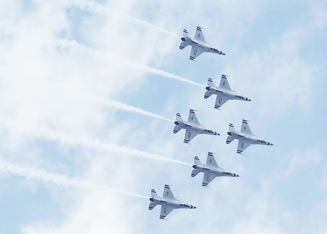 The Air Force Thunderbirds fly high into a formation during the Delta Roll as they perform for more than 30,000 spectators during the Dyess Big Country Air Fest May 1, 2010, at Dyess Air Force Base, Texas. (U.S. Air Force photo/Senior Airman Stephen Reyes)