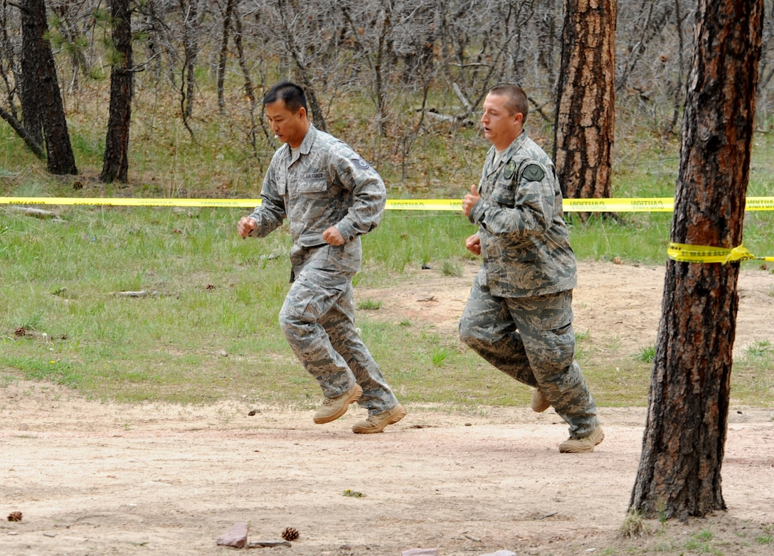 Tech. Sgt. Rochanapan Silpe (left) and Department of Defense Officer Steven Haymes (right) begin the Guardian Challenge 2010's obstacle course May 19 during the final portion of the security forces competition. Both are members from the Space and Missile Systems Center's 61st Security Forces Squadron. (Photo by Lou Hernandez)