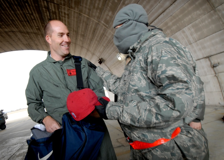 Chad Lewis, a former Philadelphia Eagles tight end, hands out NFL gear to Airmen working on the flightline.  Chad Lewis is the NFL's ambassador to China and visited Osan Air Base Nov. 8.  Mr. Lewis spoke to Airmen about his football career and leadership on and off the field. (U.S. Air Force Photo/Senior Airman Evelyn Chavez)