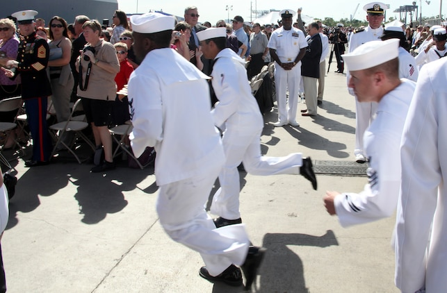 4000 people were in attendance at the commisioning ceremony of the USS Jason Dunham. The Navy's newest guided-missile destroyer was commissioned at Port Everglades, Fort Lauderdale, November 13, 2010.::r::::n::