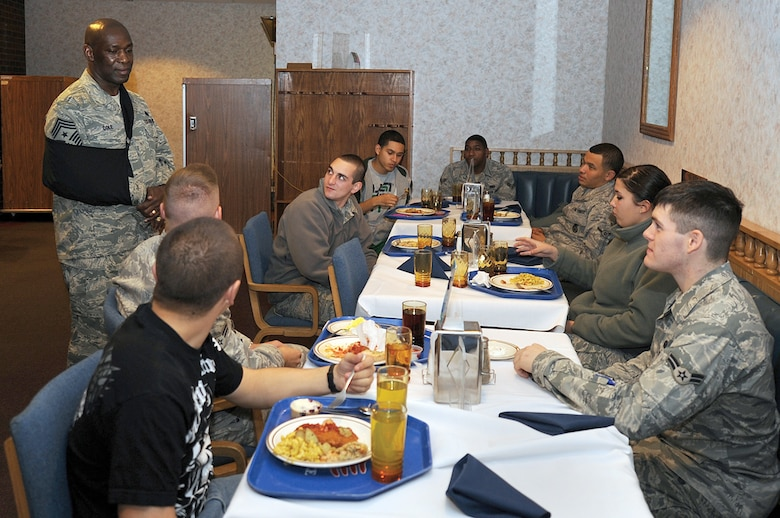 Service members share a holiday meal. (Courtesy photo)