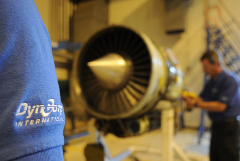 Ramstein Civilians make complex C-21 engine swap > <p style=font ...