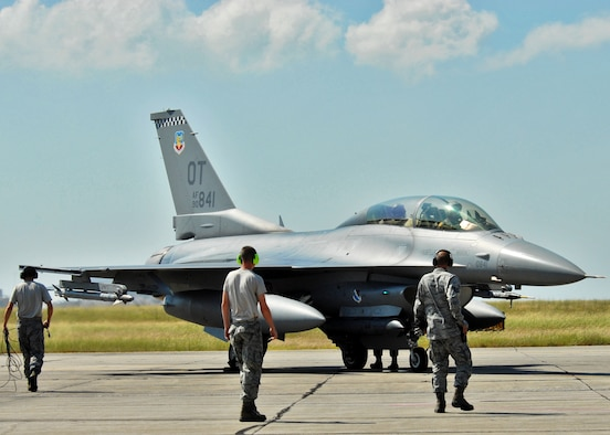 The 46th Test Wing maintainers prepare to arm up a 53rd Wing F-16 prior to take off from Eglin Air Force Base, Fla.  More than 1,000 personnel of the 46th Maintenance Group are responsible for maintenance procedures for all of the 46th and 53rd aircraft located at Eglin.  (U.S. Air Force photo/Samuel King Jr.)