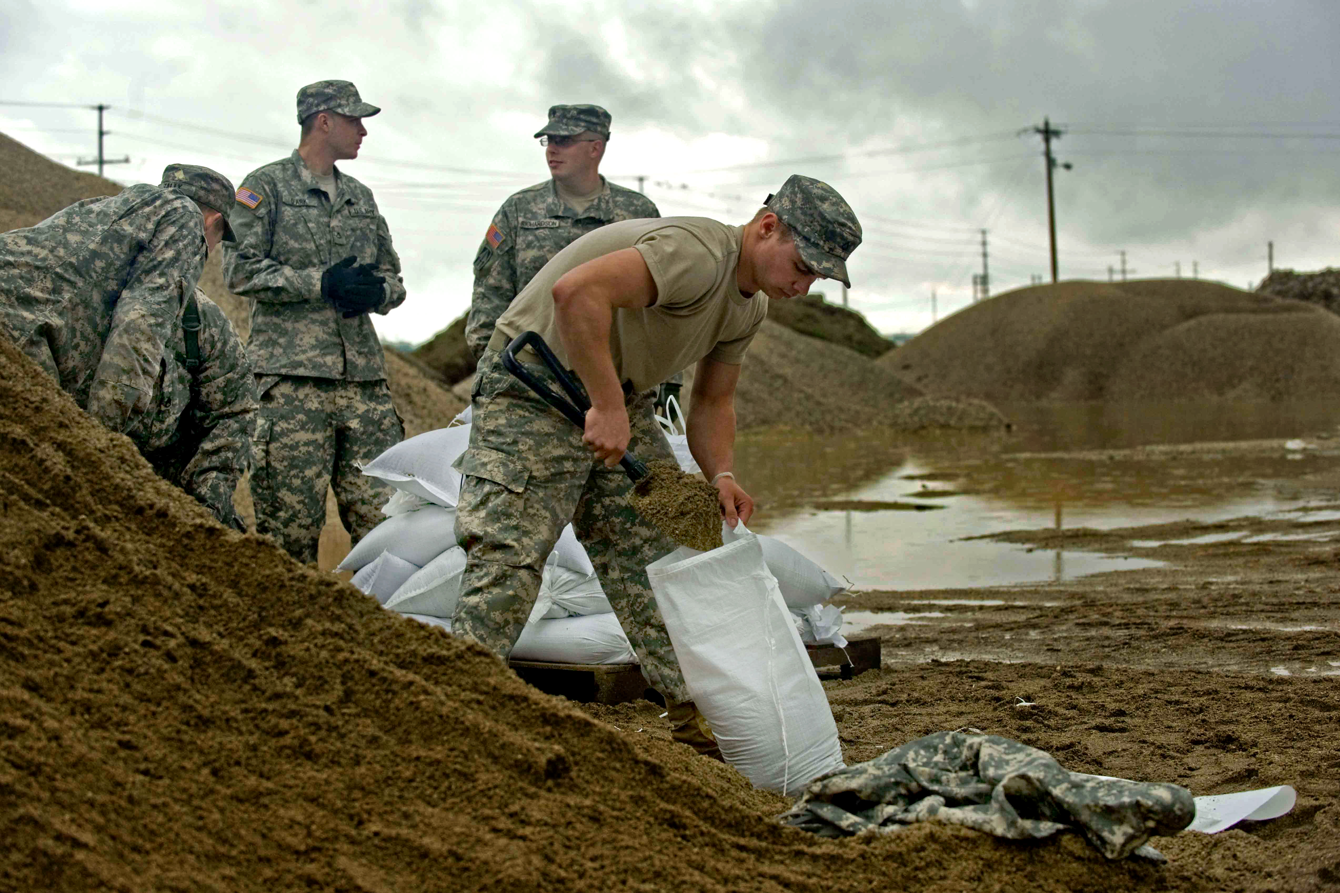 U S  Army soldiers fill sandbags at the Indiana Department