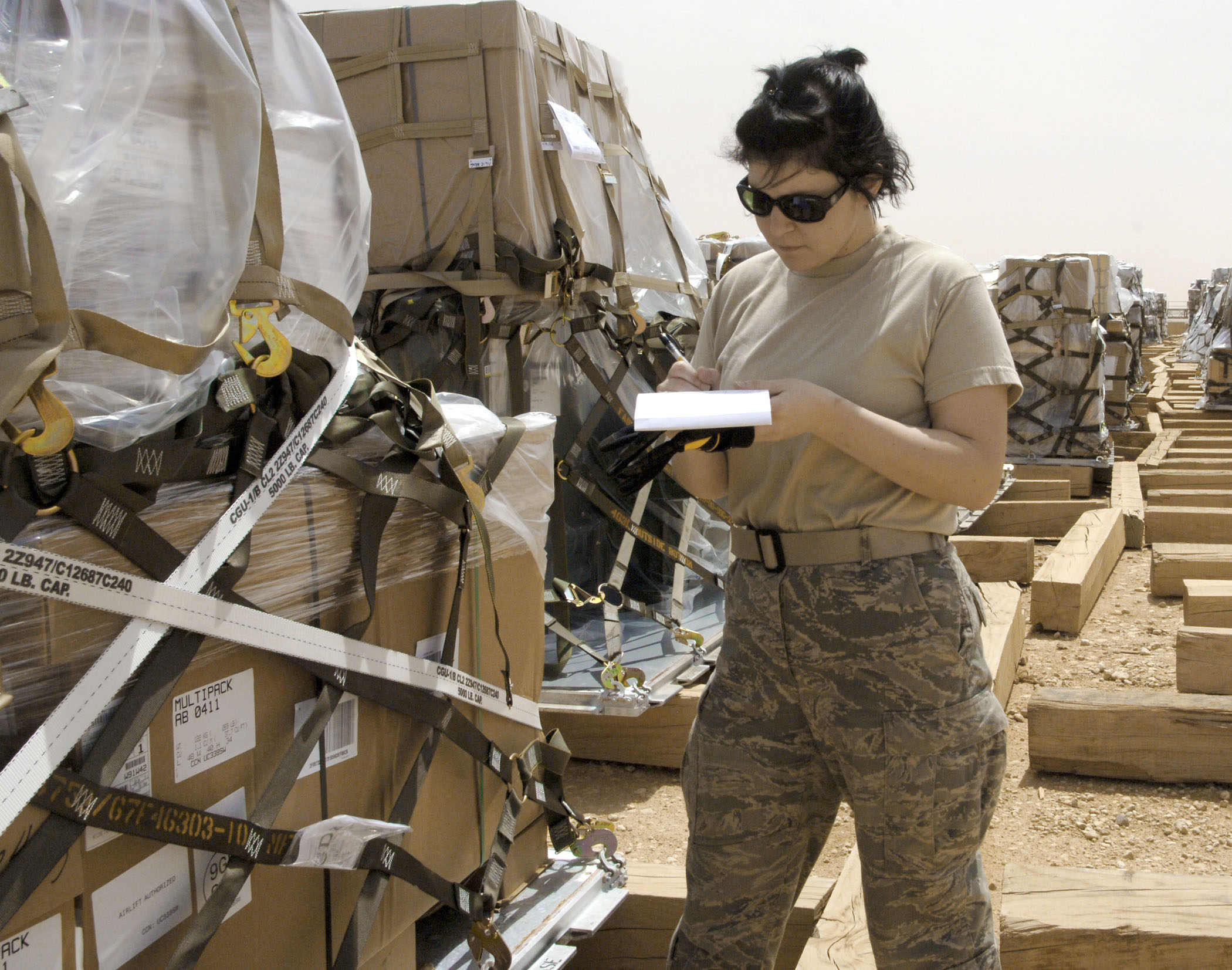 Aerial Porters Unload Cargo For All Of Iraq Gt U S Air