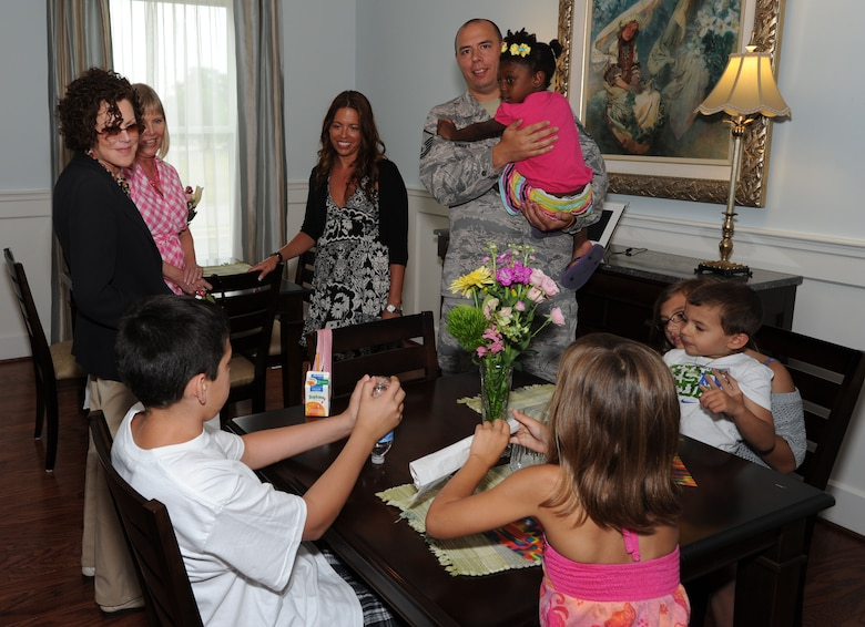 """Mrs. Nancy Edelman, Fisher House Foundation vice chairman spends time with Master Sgt. Christopher Sweet and his family July 28, 2011, during the Sweet family's visit to the Joint Base Andrews, Md., Fisher House. Sweet and his children stayed at the Andrews Fisher House while his wife, Tech Sgt. Jessica Sweet, received treatment for leukemia. Fisher Houses are homes where the families or friends of sick or injured military members receiving medical attention may stay as their """"Home Away From Home."""""""