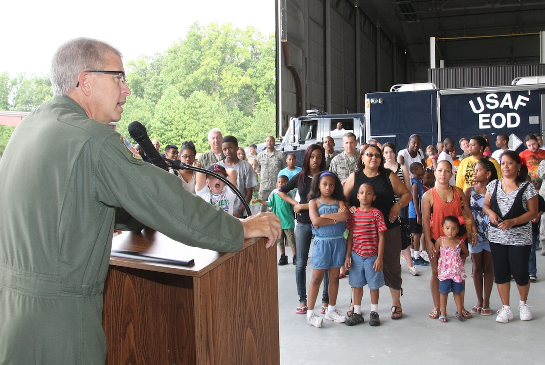 Col. Timothy E. Tarchick, 94th Airlift Wing Commander welcomes families to the Dobbins ARB, Take your kids to work day 29 July, 2011. (U.S. Air Force Photo/Don Peek)