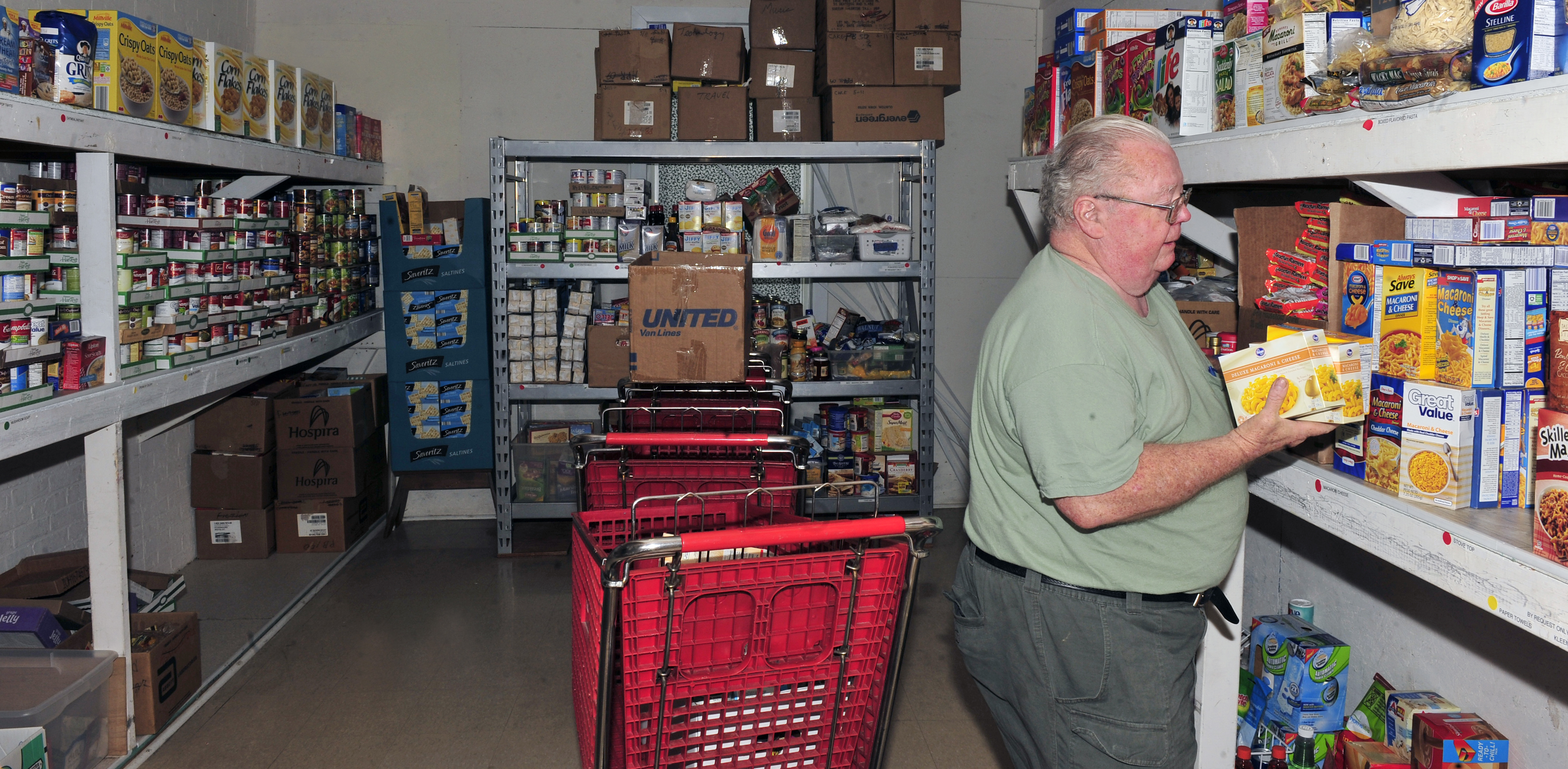 39feds feed families39 campaign benefits local food pantry for Plymouth food pantry ct