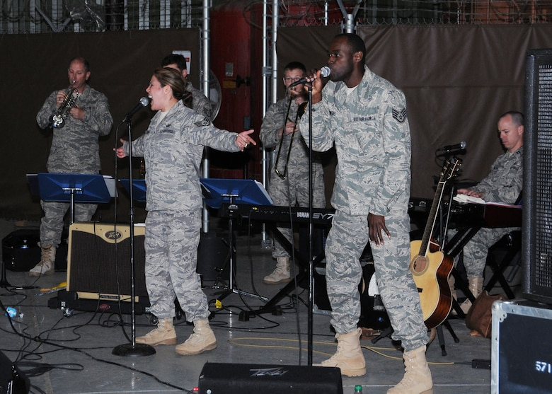 "Vocalists SSgts Angie Johnson and Brian Owens perform with Sidewinder at a recent morale call prior to the group deploying to Southwest Asia for 45 days. The rock ensemble is an element of the 571st Air Force Band ""Air National Guard Band of the Central States"" . The band is based at the 131st Bomb Wing, Lambert -Saint Louis. Sidewinder returned from deployment Sept 3. (Photo by Mary-Dale Amison)"