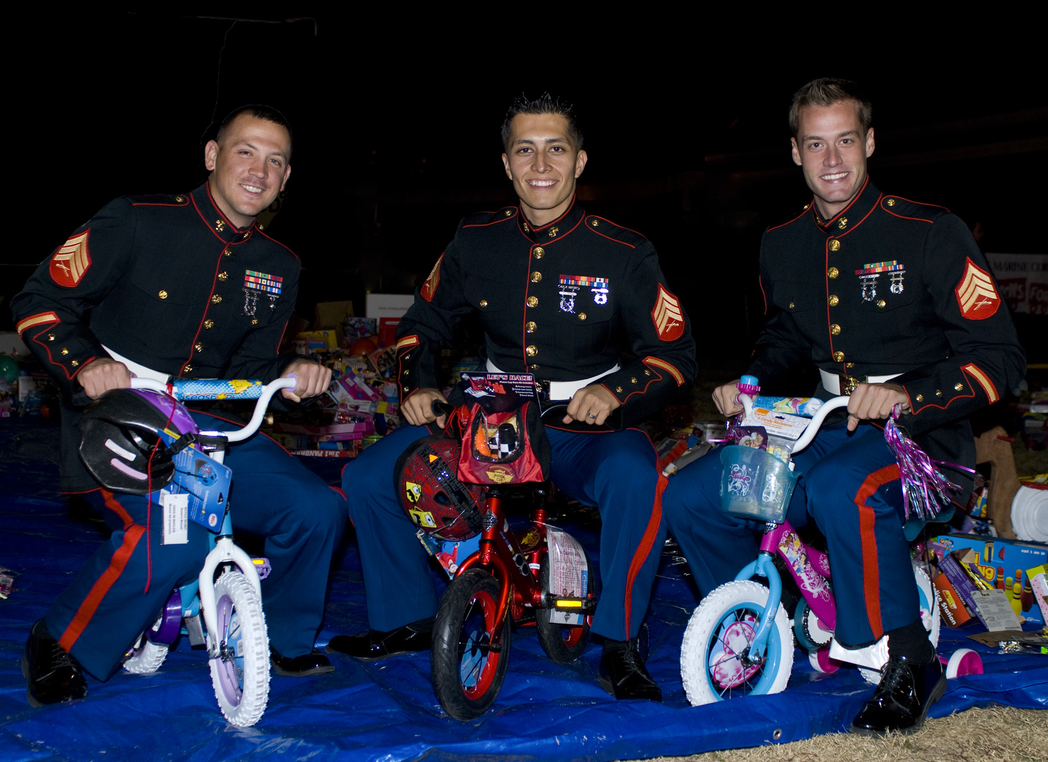 Toys For Tots Usmc : Marine toys for tots becoming community event gt eglin air
