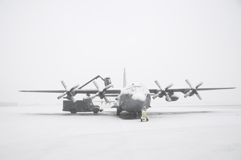Lake effect snow doesn't stop the members of the 107th and 914th Airlift Wings prep the C-130 aircraft for its mission. Deicing is being done before flight on December 9, 2011. (Air Force Photo/SMSgt Ray Lloyd)