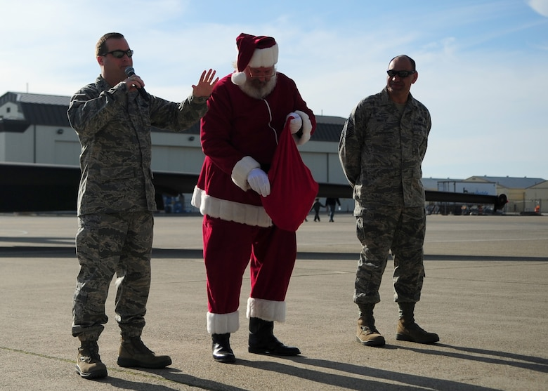 9th Reconnaissance Wing leadership introduces Santa Claus to a crowd of Airmen during the Children's Holiday Party Dec. 10 at Dock 6, Beale AFB, Calif. More than 1,500 members of Team Beale attended the holiday celebration. (U.S. Air Force photo by Senior Airman Shawn Nickel/Released)