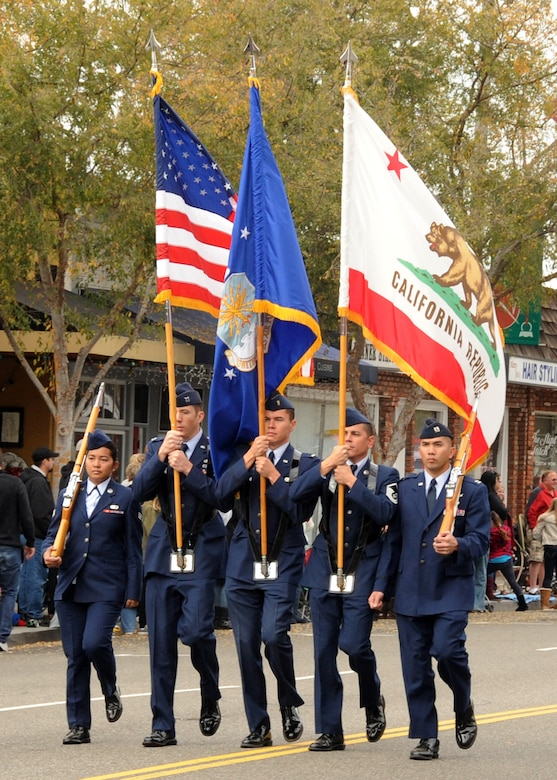 The Los Angeles Air Force Honor Guard heads up the 48th annual El Segundo Holiday parade, Dec. 11. (Photo by Jim Gordon)