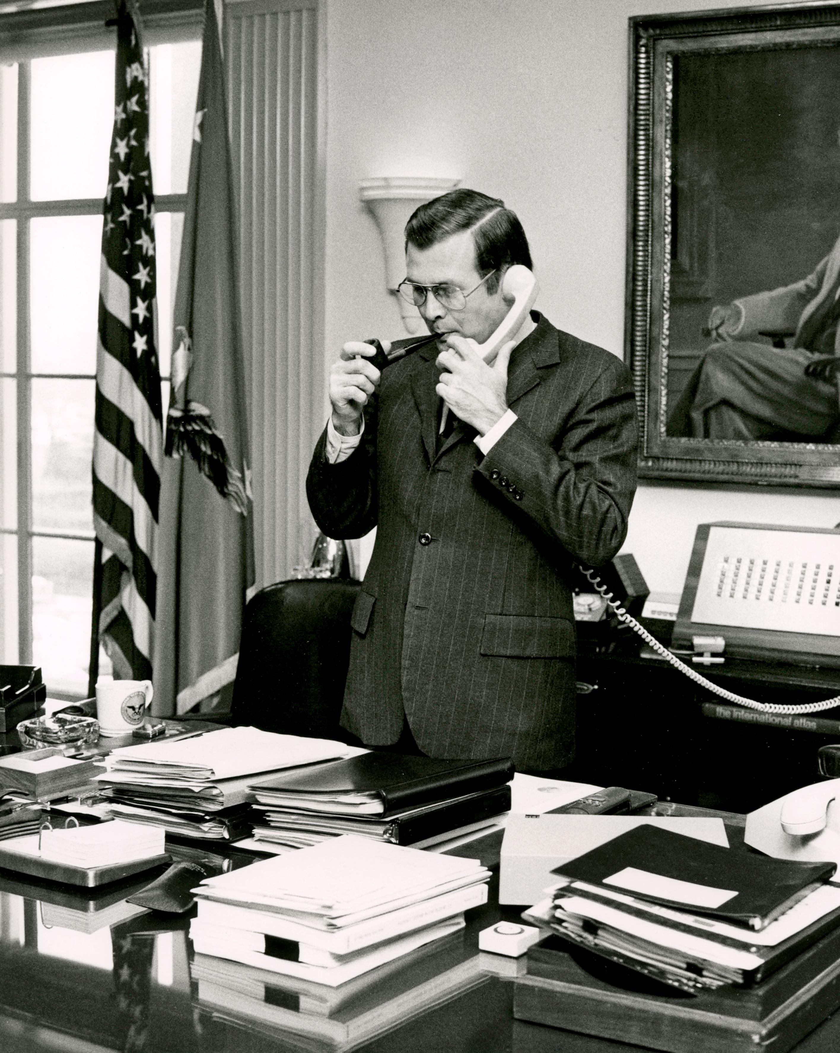 16 avril, les secrétaires aiment la pipe. 177669-M-OLA36-289