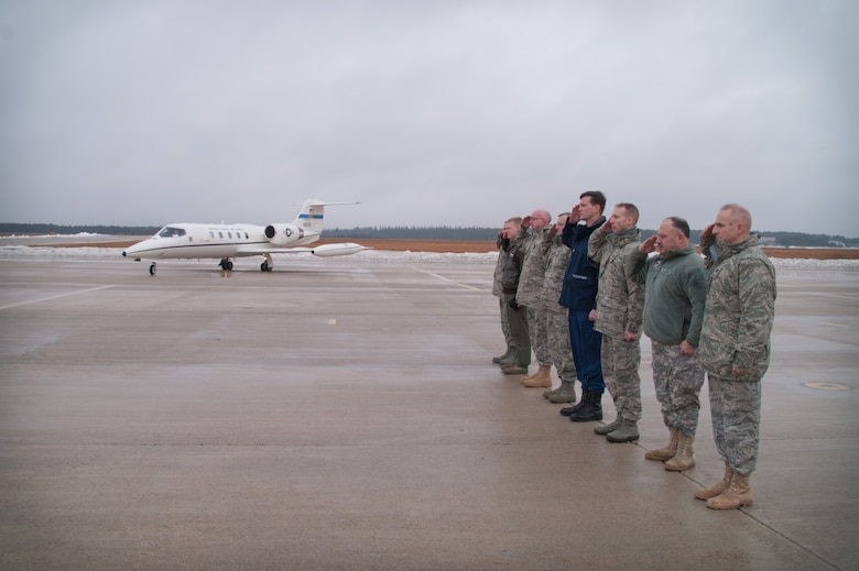 CAPE COD COAST GUARD AIR STATION, Mass. -- General William L. Shelton, Commander, Air Force Space Command, was greeted by local military commanders upon his arrival at Cape Cod Coast Guard Air Station, Mass. Feb. 8. The General arrived at the base on his way to visit with the personnel at the 6th Space Warning Squadron, Cape Cod Air Force Station. (U.S. Air Force photo by Master Sgt. Sandra L. Niedzwiecki)