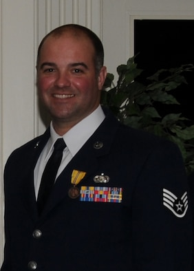 Staff Sergeant Kim Carter is the Delaware Air National Guard's 2010 Outstanding Noncommissioned Officer (NCO) of the Year. Sergeant Carter is a cyber system surety specialist, 166th Communication Flight and a resident of Dover, Del. He joined four fellow Outstanding Airmen of the Year on Saturday, Feb. 5, 2011 at the Delaware ANG's Enlisted Recognition Banquet held at the Deerfield Golf and Tennis Club in Newark, Del. (U.S. Air Force photo/Tech. Sgt. Tom Casey)
