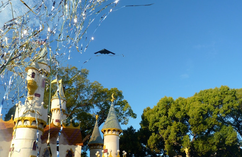 A B-2 from 509th Bomber Wing, Whiteman Air Force Base, Mo., performs the flyover above Pasadena's 122nd annual Tournament of Roses parade Jan. 1, 2011. (Photo by Tina Greer)