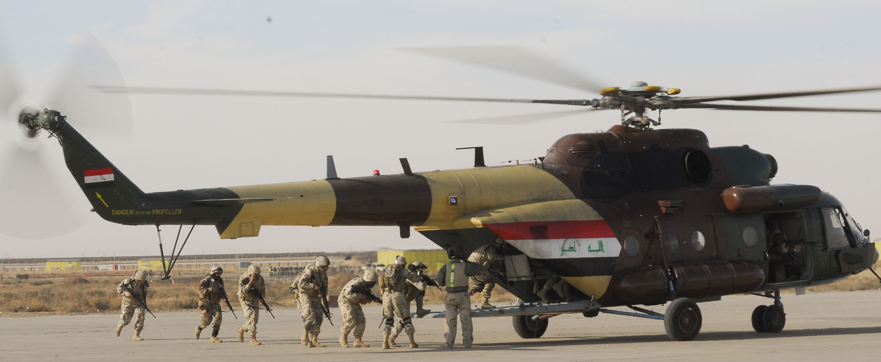 CONTINGENCY OPERATING SITE WARRIOR, Iraq – Soldiers of 12th Iraqi Army Division load an Iraqi
